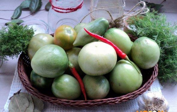 зеленые помидоры и зелень